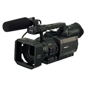 Panasonic AG-DVX100B Mini-DV Camcorder 3-CCD 24p/30p/60i - DISCONTINUED
